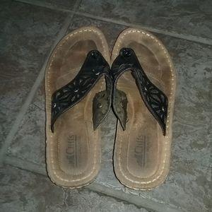 Cliffs by White Mountain Flip Flops Sandals size 9